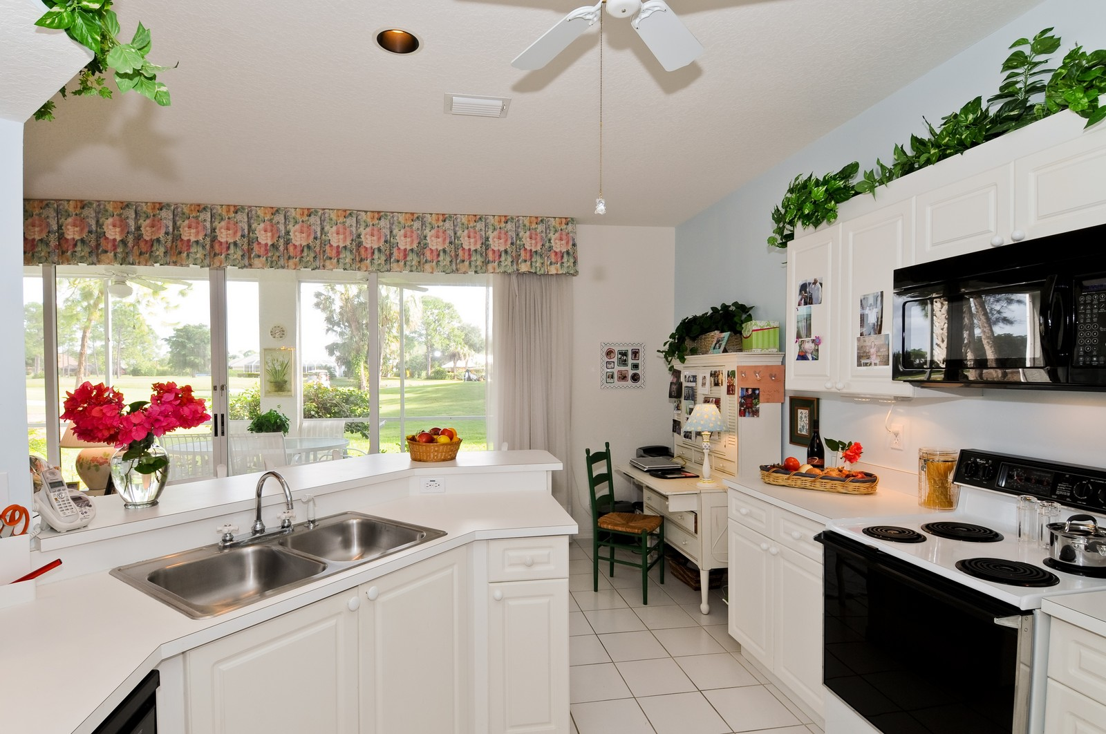 Real Estate Photography - 13060 Hamilton Harbour Dr., H-5, Naples, FL, 34110 - Kitchen