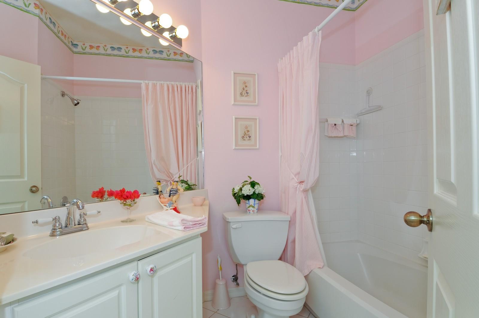 Real Estate Photography - 13060 Hamilton Harbour Dr., H-5, Naples, FL, 34110 - Bathroom