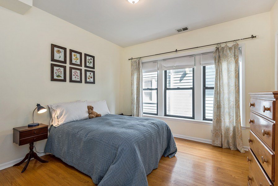 Real Estate Photography - 4822 N Winchester, 1N, Chicago, IL, 60625 - Rare ensuite 2nd bedroom (main floor master)