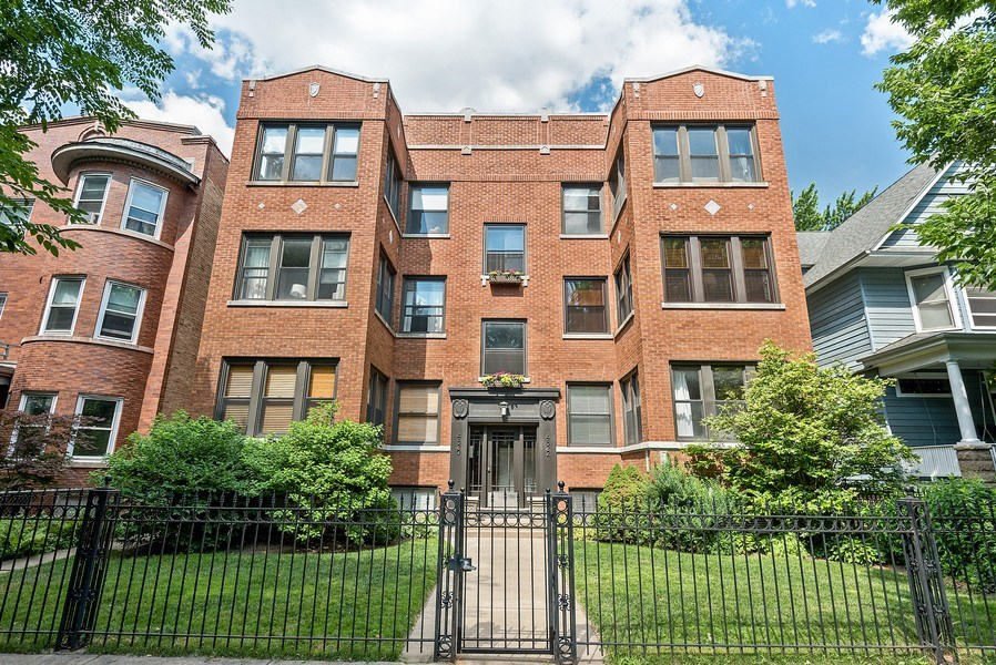 Real Estate Photography - 4822 N Winchester, 1N, Chicago, IL, 60625 - 4822 North Winchester, 1N