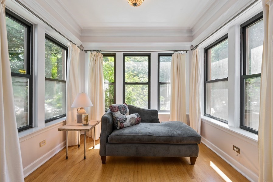 Real Estate Photography - 4822 N Winchester, 1N, Chicago, IL, 60625 - Gorgeous sun room
