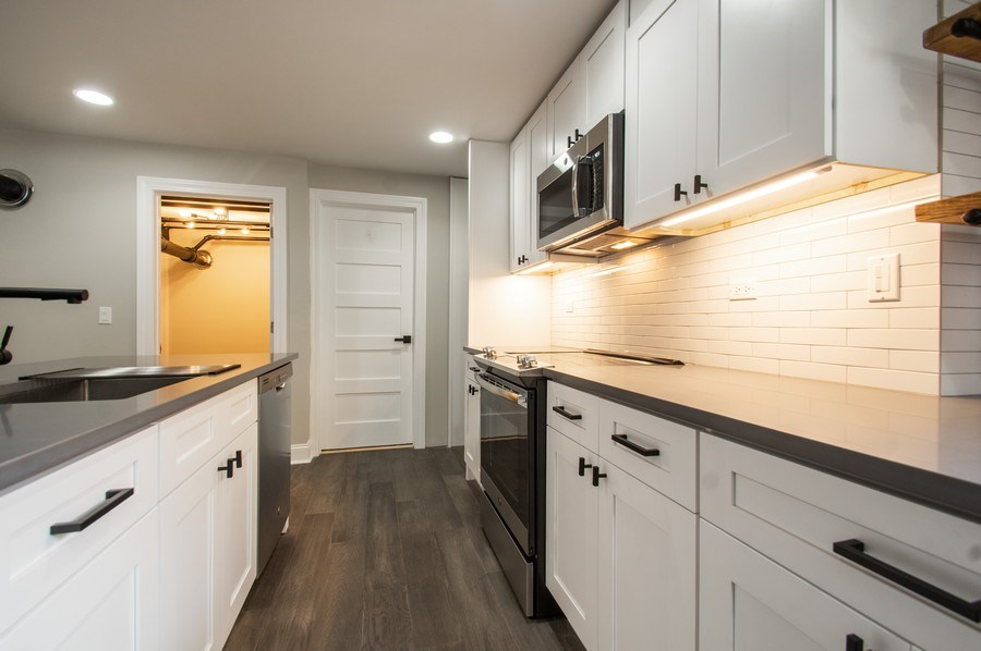 Real Estate Photography - 529 W Surf, 1B, Chicago, IL, 60657 - Kitchen