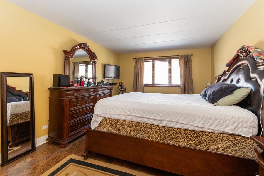 Real Estate Photography - 10213 S Komensky Ave, APT 1G, OAK LAWN, IL, 60453 - Master Bedroom