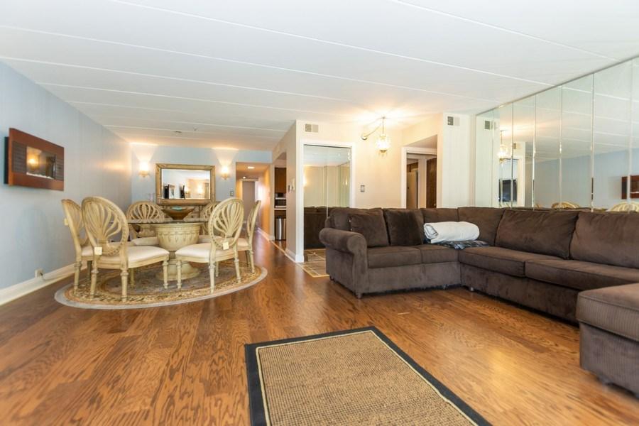Real Estate Photography - 10213 S Komensky Ave, APT 1G, OAK LAWN, IL, 60453 - Living Room