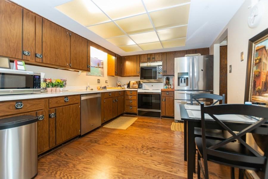Real Estate Photography - 10213 S Komensky Ave, APT 1G, OAK LAWN, IL, 60453 - Kitchen