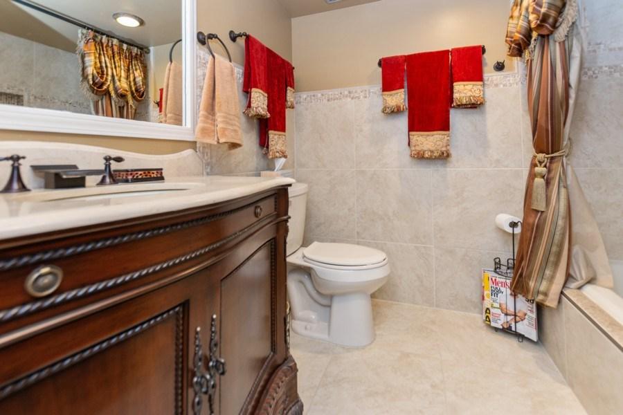 Real Estate Photography - 10213 S Komensky Ave, APT 1G, OAK LAWN, IL, 60453 - Bathroom