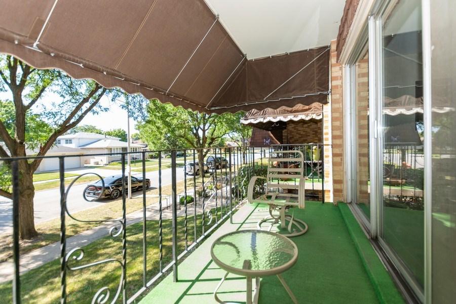 Real Estate Photography - 10213 S Komensky Ave, APT 1G, OAK LAWN, IL, 60453 - Balcony