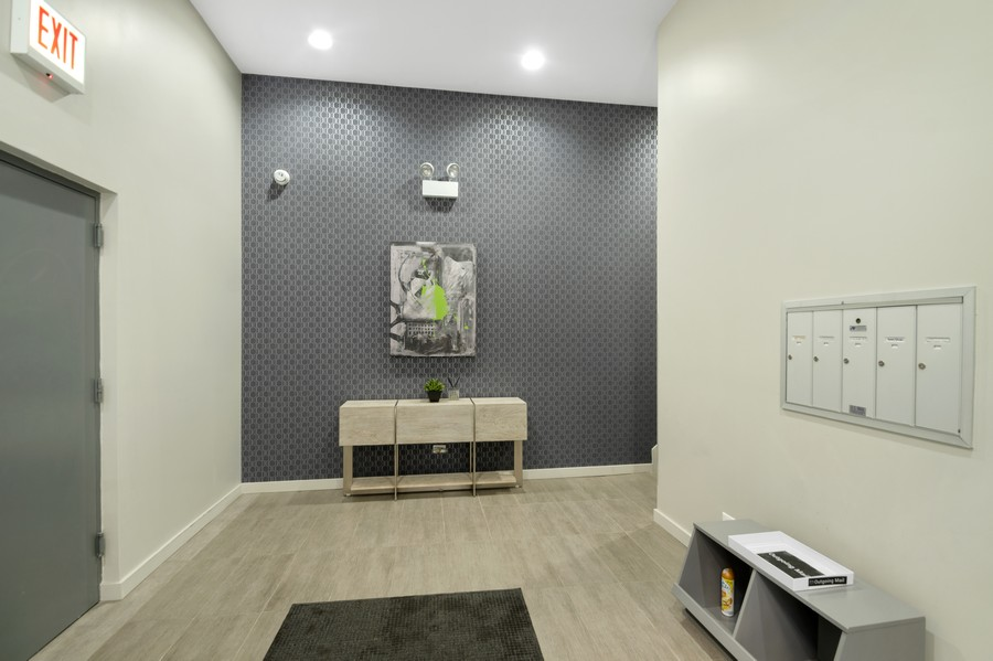 Real Estate Photography - 1113 N Ashland Ave, Unit 3, Chicago, IL, 60622 - Lobby
