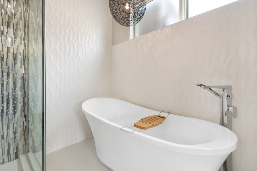 Real Estate Photography - 1113 N Ashland Ave, Unit 3, Chicago, IL, 60622 - Master Bathroom