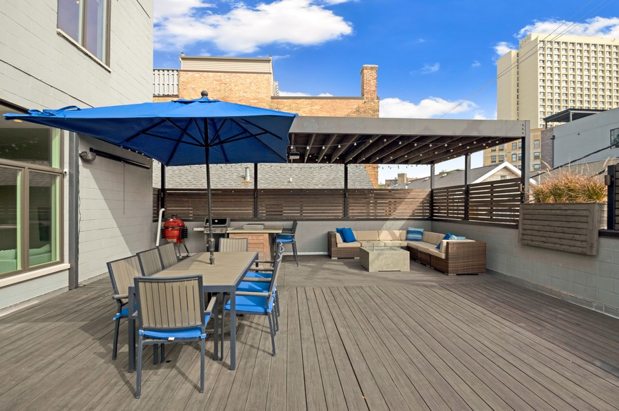 Real Estate Photography - 1113 N Ashland Ave, Unit 3, Chicago, IL, 60622 - Deck