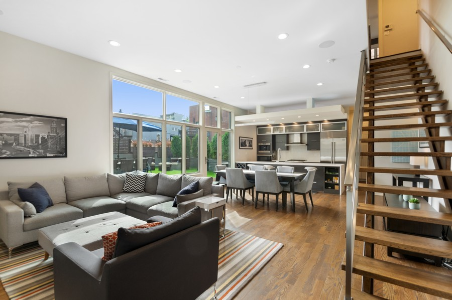 Real Estate Photography - 1113 N Ashland Ave, Unit 3, Chicago, IL, 60622 - Living room