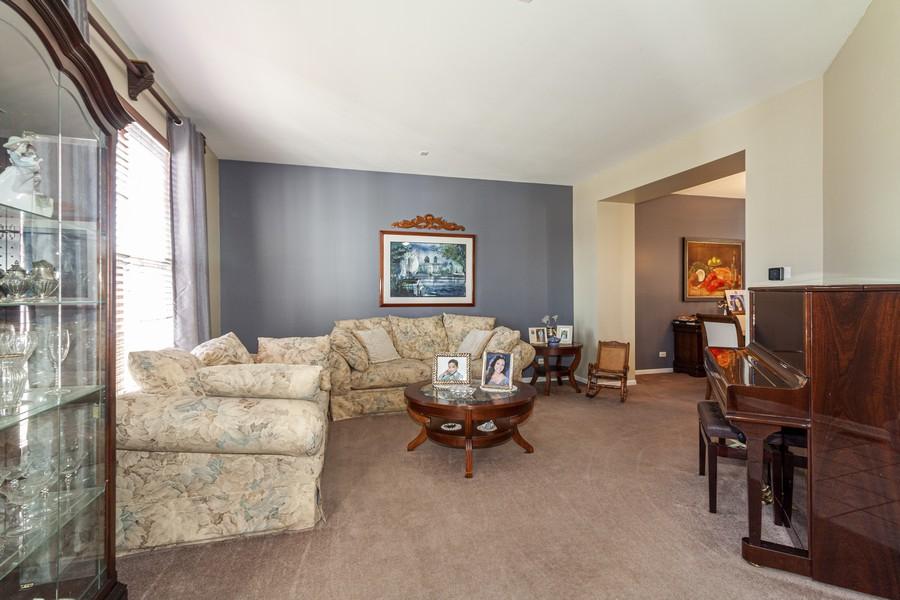 Real Estate Photography - 2021 Lyndhurst, Aurora, IL, 60503 - Living Room