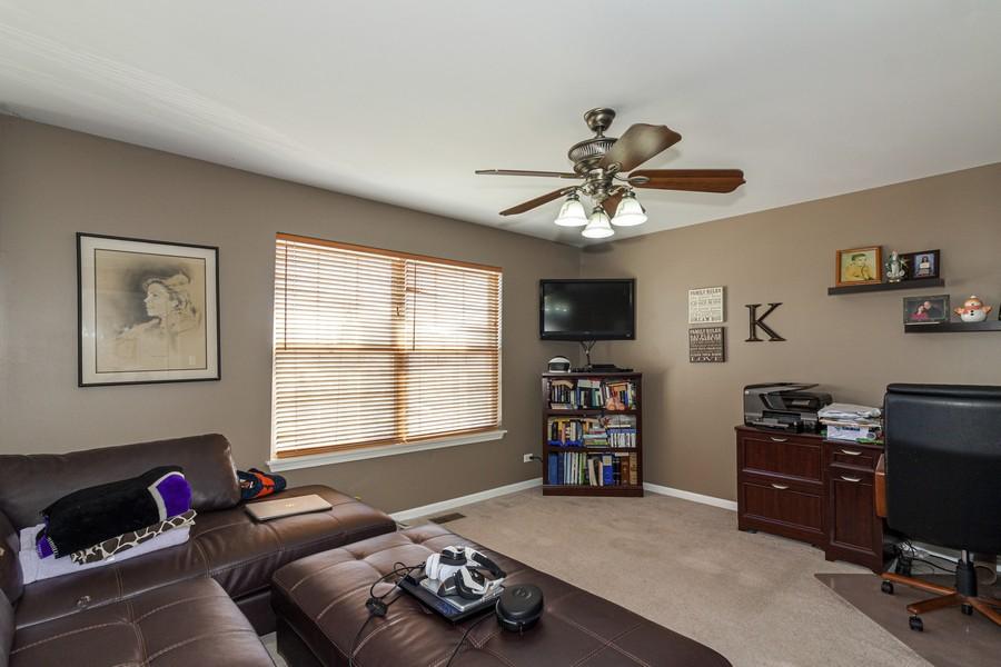 Real Estate Photography - 2021 Lyndhurst, Aurora, IL, 60503 - Loft