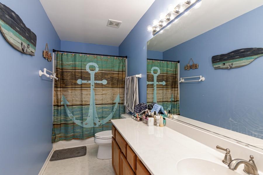 Real Estate Photography - 2021 Lyndhurst, Aurora, IL, 60503 - Bathroom