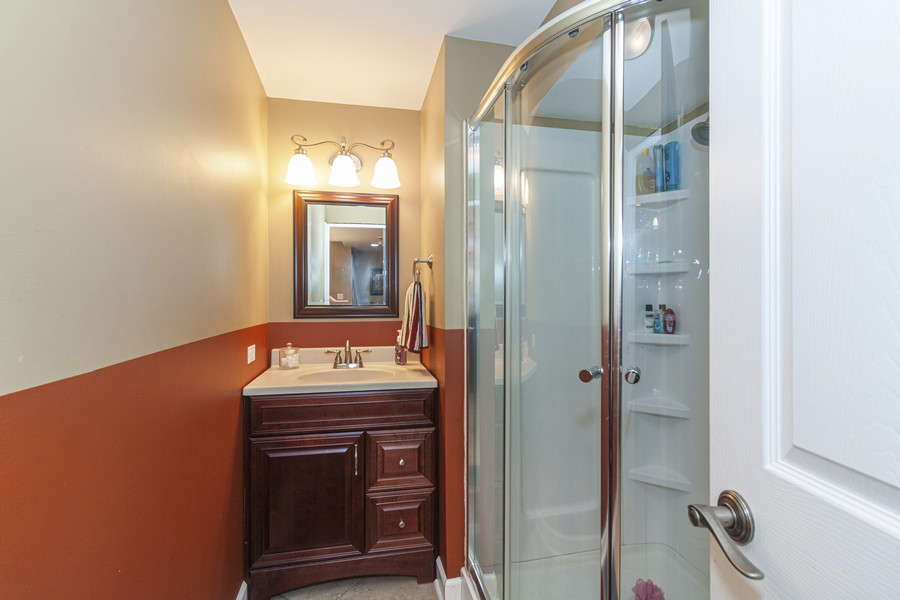 Real Estate Photography - 2021 Lyndhurst, Aurora, IL, 60503 - 2nd Bathroom