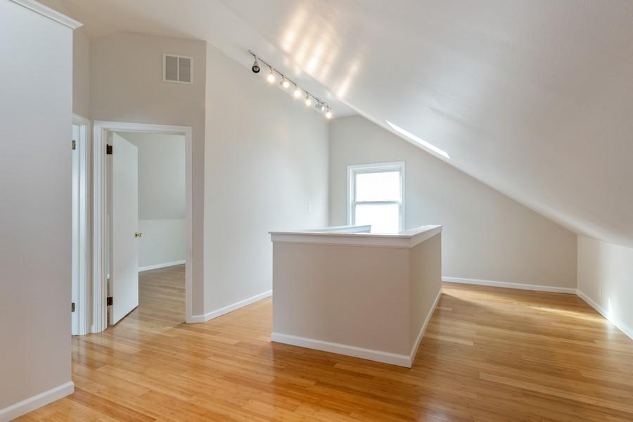 Real Estate Photography - 4408 W Bryn Mawr, Chicago, IL, 60646 - Loft