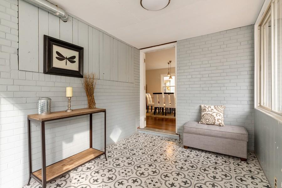 Real Estate Photography - 4408 W Bryn Mawr, Chicago, IL, 60646 - Sun Room