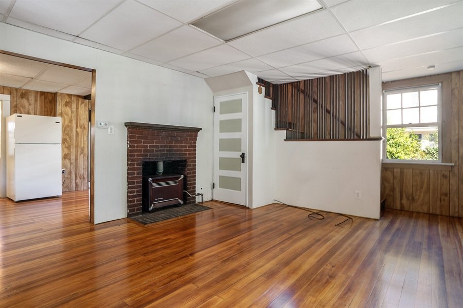 Real Estate Photography - 25 Bayview Avenue, Bourne, MA, 02532 - Living Room