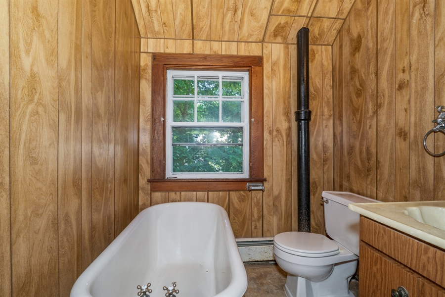 Real Estate Photography - 25 Bayview Avenue, Bourne, MA, 02532 - Bathroom