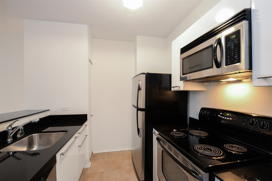 Real Estate Photography - 680 S Federal Street, 504, Chicago, IL, 60605 - Kitchen