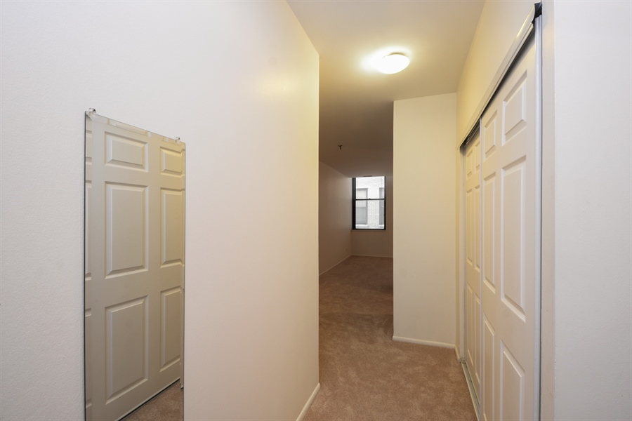 Real Estate Photography - 680 S Federal Street, 504, Chicago, IL, 60605 - Hallway