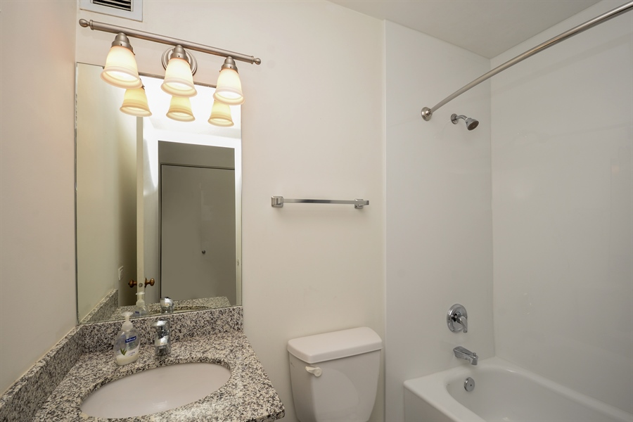 Real Estate Photography - 680 S Federal Street, 504, Chicago, IL, 60605 - Bathroom