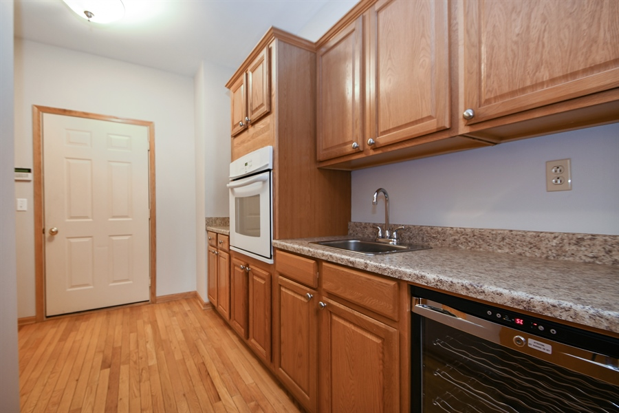 Real Estate Photography - 8702 Trinity Drive, Orland Park, IL, 60462 - Kitchen