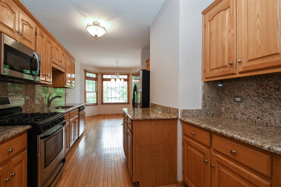 Real Estate Photography - 8702 Trinity Drive, Orland Park, IL, 60462 - Kitchen / Breakfast Room