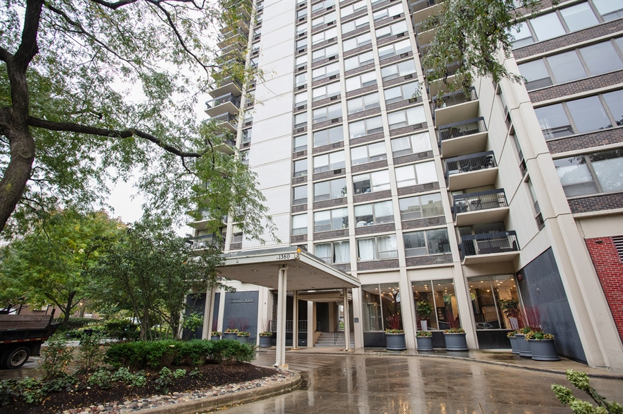 Real Estate Photography - 1360 N Sandburg Terrace, 601, Chicago, IL, 60610 - Front View