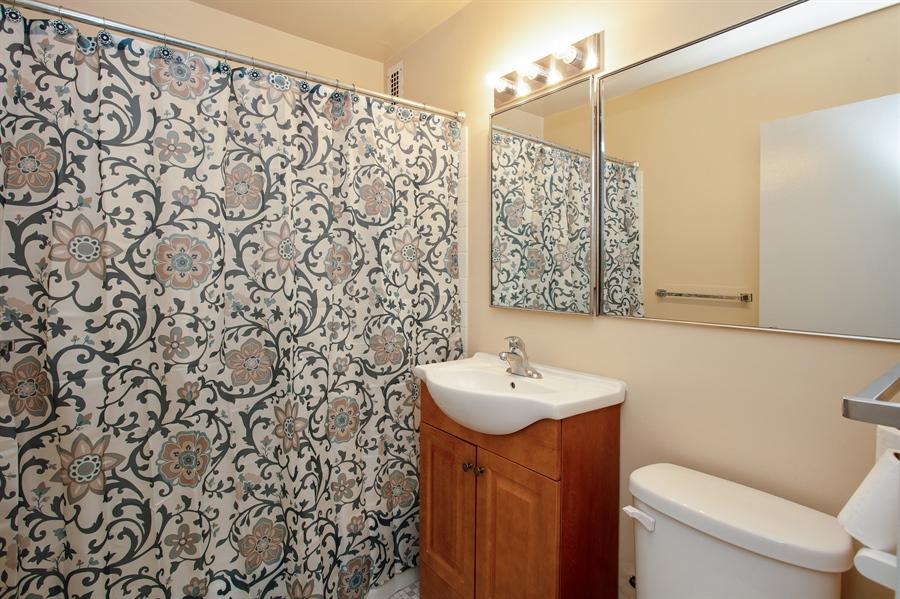 Real Estate Photography - 1360 N Sandburg Terrace, 601, Chicago, IL, 60610 - Bathroom