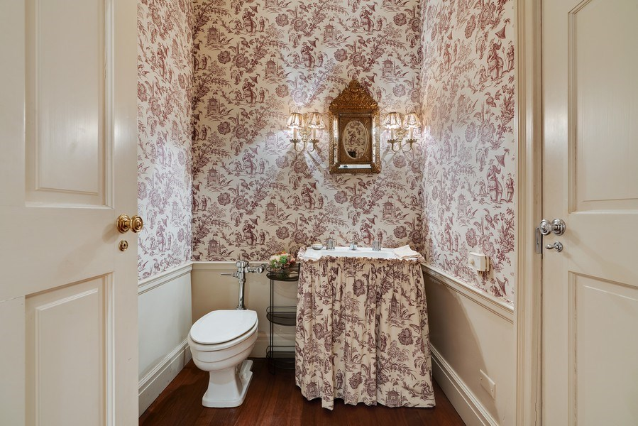 Real Estate Photography - 1260 N Astor St, Apt 11N, Chicago, IL, 60610 - Bathroom