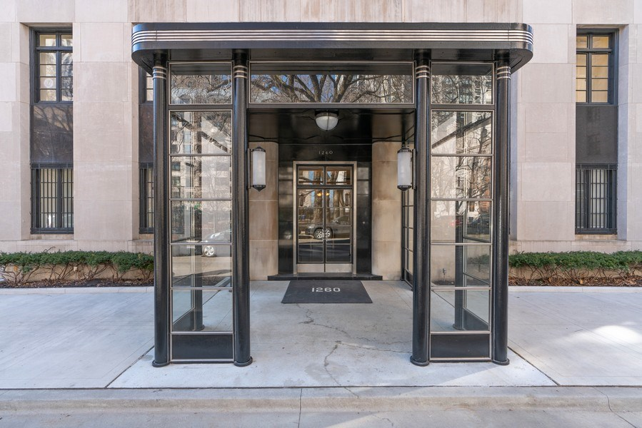 Real Estate Photography - 1260 N Astor St, Apt 11N, Chicago, IL, 60610 - Entryway