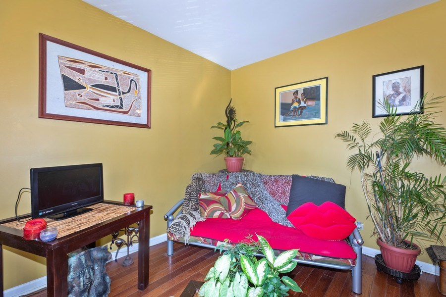 Real Estate Photography - 448 E 46th Pl, Unit F1, Chicago, IL, 60653 - Living Room