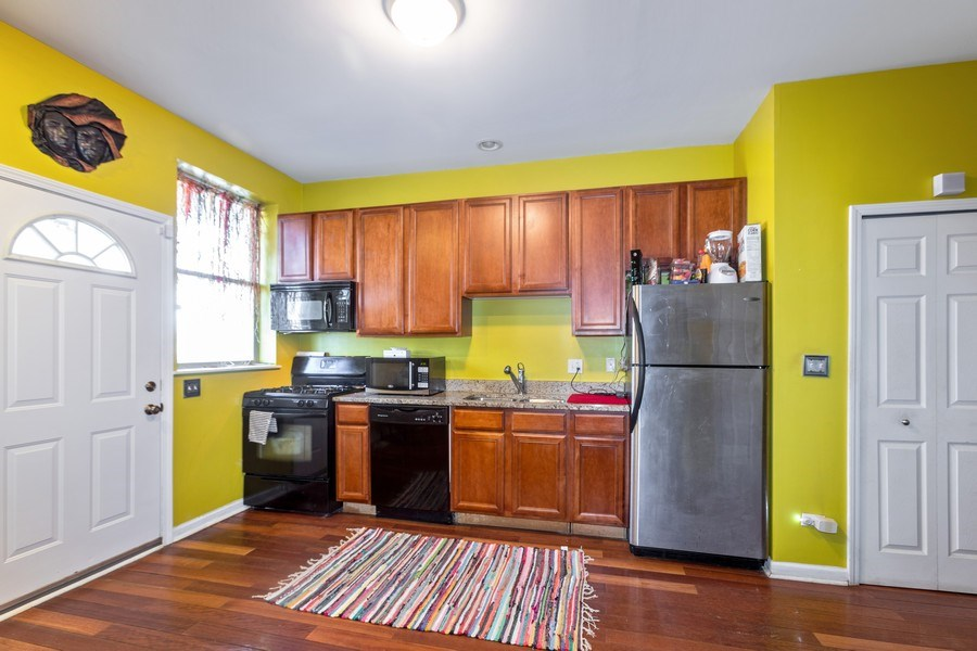Real Estate Photography - 448 E 46th Pl, Unit F1, Chicago, IL, 60653 - Kitchen