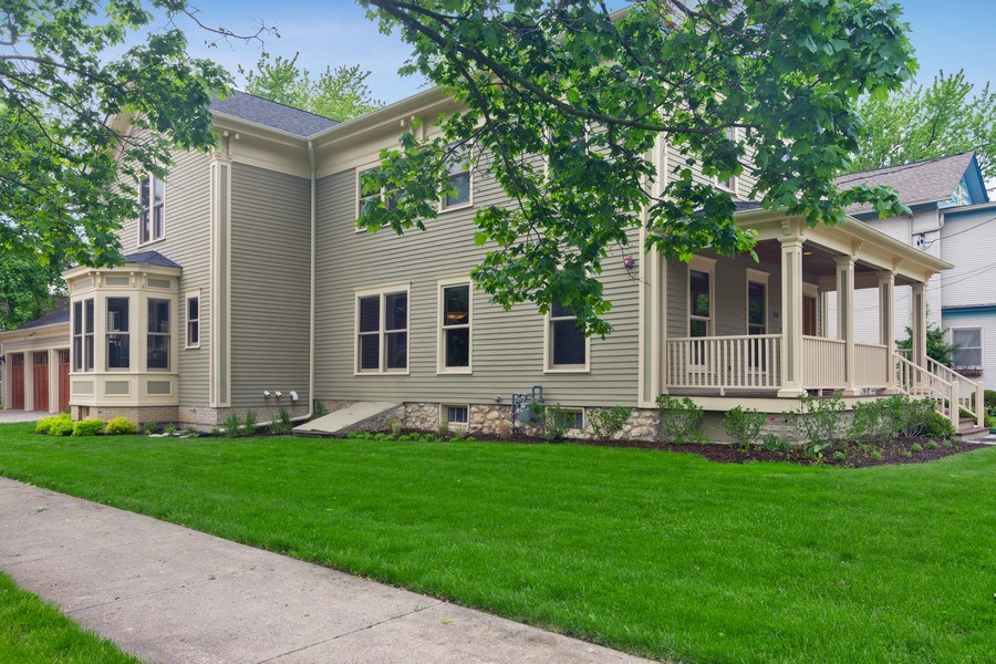 Real Estate Photography - 316 Dundee Avenue, Barrington, IL, 60010 - Front View