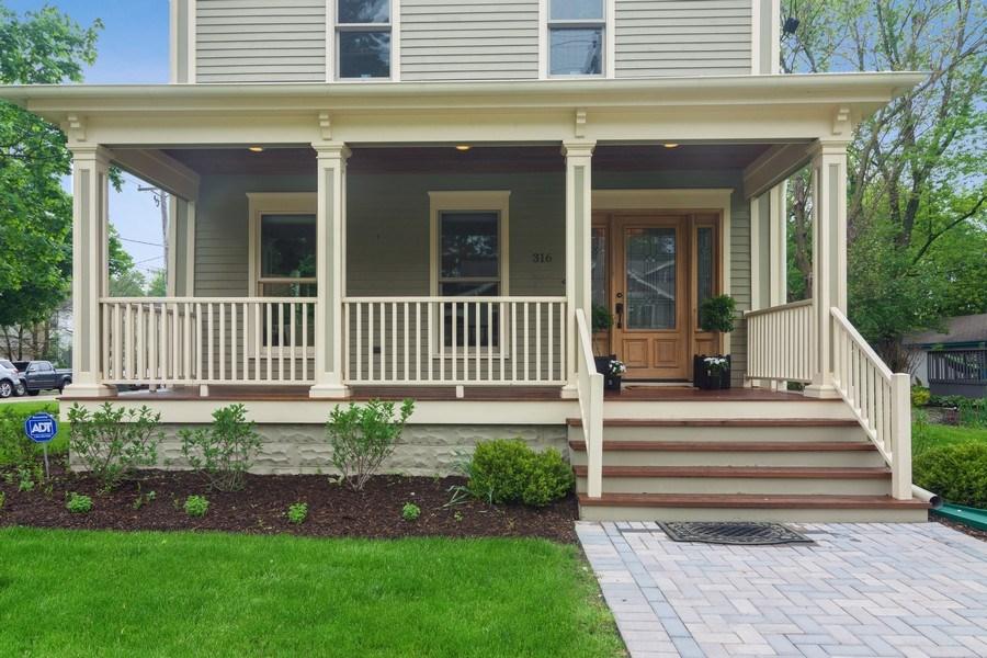 Real Estate Photography - 316 Dundee Avenue, Barrington, IL, 60010 - Porch
