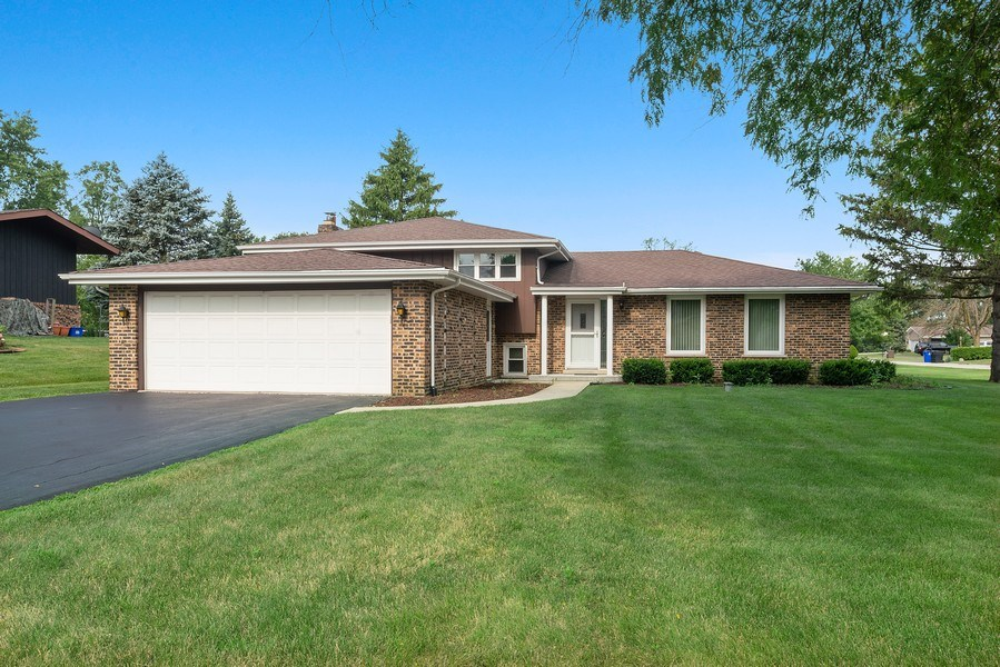 Real Estate Photography - 13322 S Adsit Rd, Palos Park, IL, 60464 - Front View