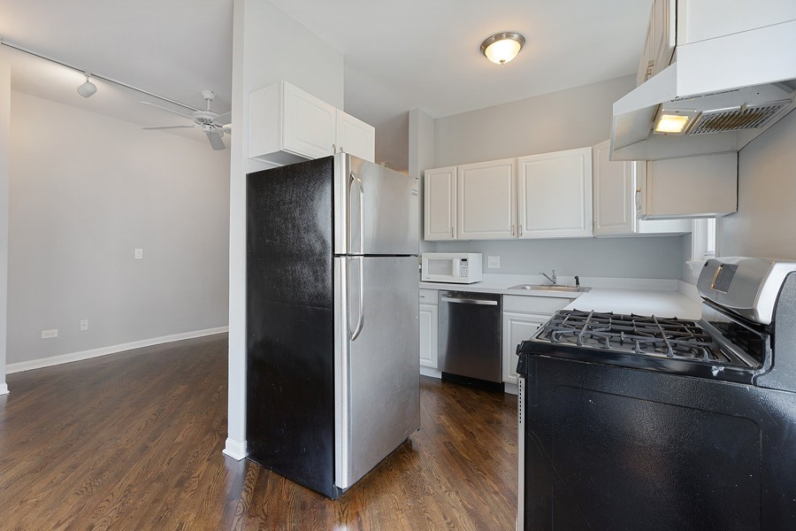 Real Estate Photography - 1913 W Armitage, Unit 2RW, Chicago, IL, 60622 - Kitchen / Living Room