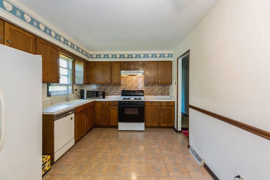 Real Estate Photography - 22817 Lakeshore Dr, Richton Park, IL, 60471 - Kitchen