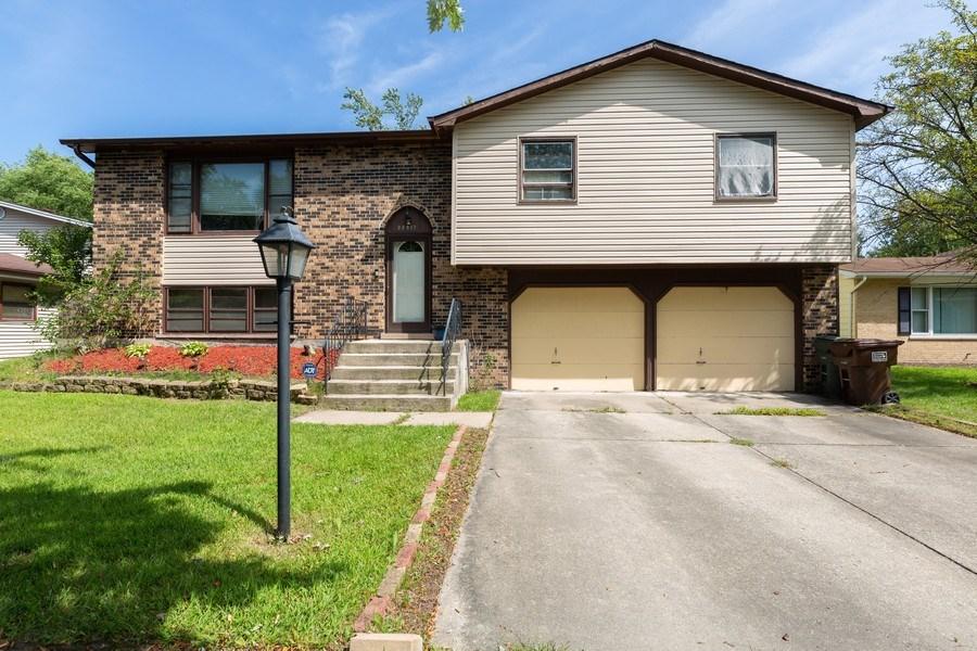 Real Estate Photography - 22817 Lakeshore Dr, Richton Park, IL, 60471 - Front View