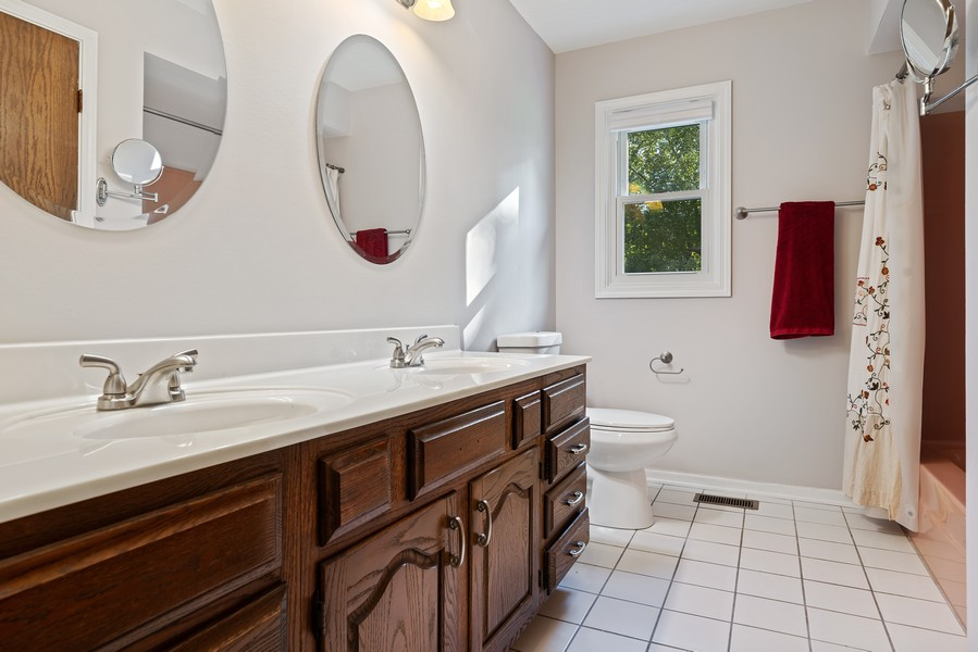 Real Estate Photography - 15845 115th Ct, Orland Park, IL, 60467 - 2nd Bathroom