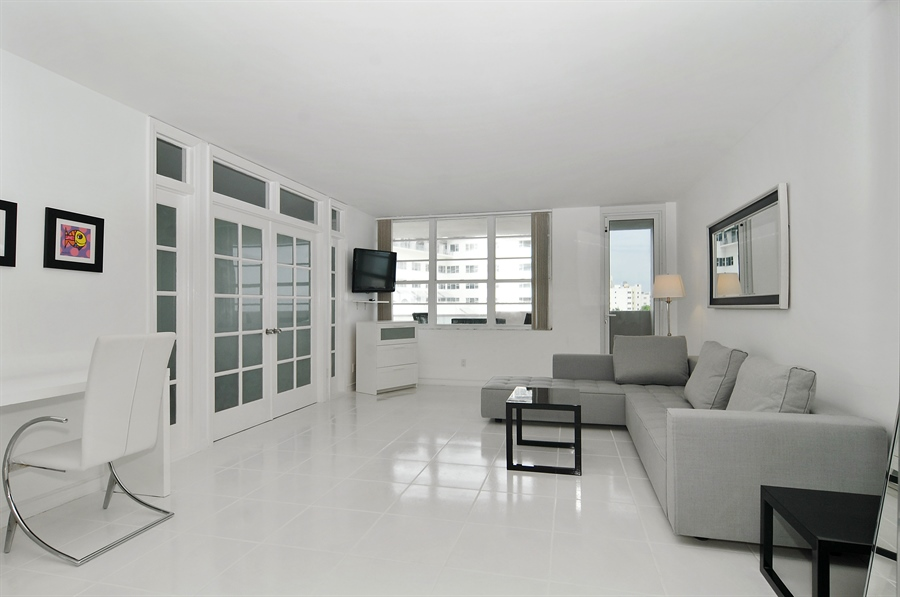 Real Estate Photography - 100 Lincoln RD, 643, Miami Beach, FL, 33139 - Living Room