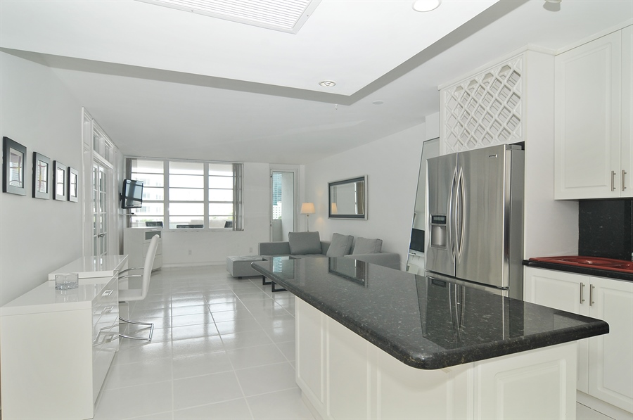 Real Estate Photography - 100 Lincoln RD, 643, Miami Beach, FL, 33139 - Great Room