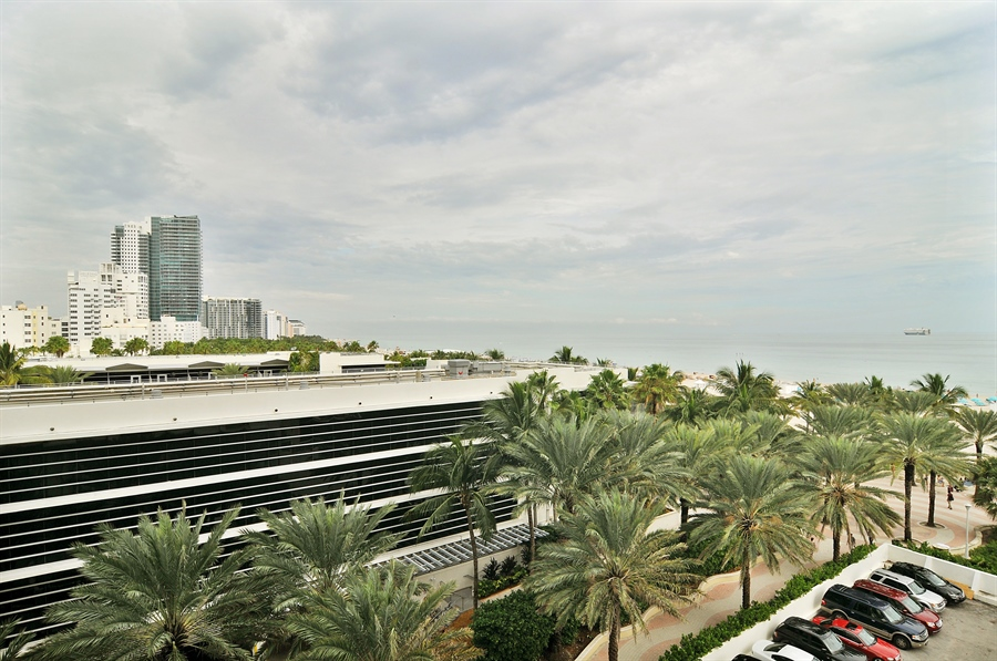 Real Estate Photography - 100 Lincoln RD, 643, Miami Beach, FL, 33139 - Ocean View