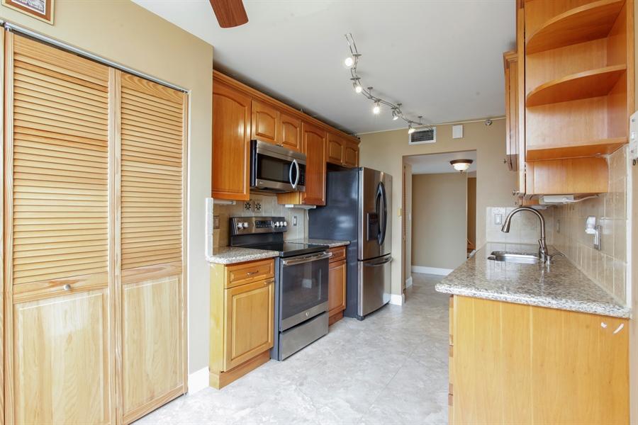Real Estate Photography - 900 NE 195th St, 612, Miami, FL, 33179 - Kitchen