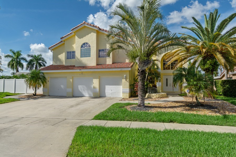 Real Estate Photography - 20211 NW 9TH DRIVE, PEMBROKE PINES, FL, 33029 - Front View