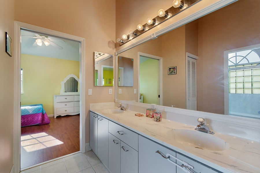 Real Estate Photography - 20211 NW 9TH DRIVE, PEMBROKE PINES, FL, 33029 - 2nd Bathroom