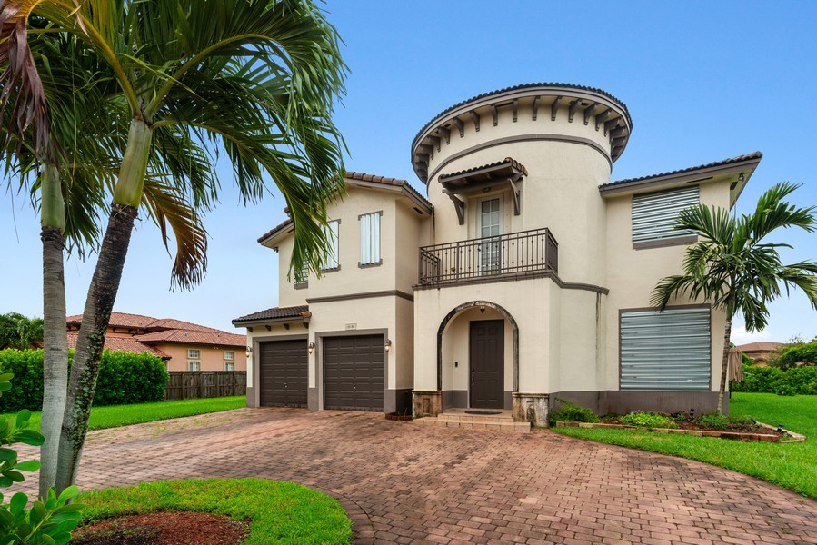 Real Estate Photography - 13126 SW 196th St, Miami, FL, 33177 - Driveway