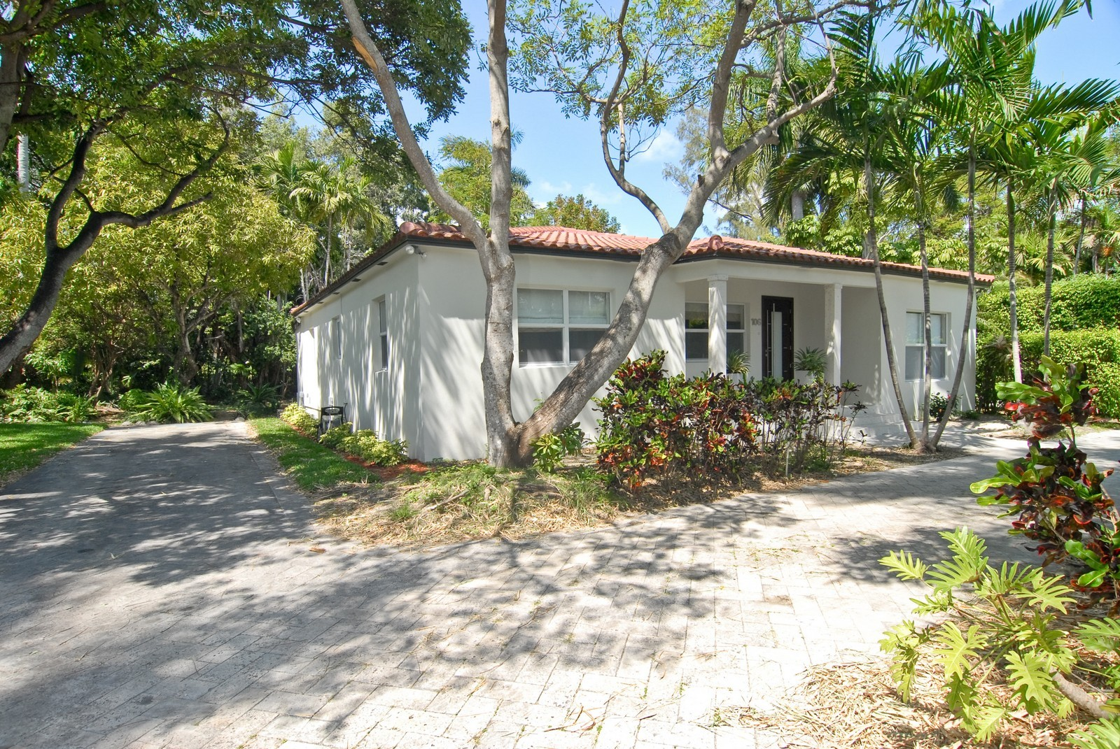 Real Estate Photography - 106 W 4th CT, Miami Beach, FL, 33139 - Front View