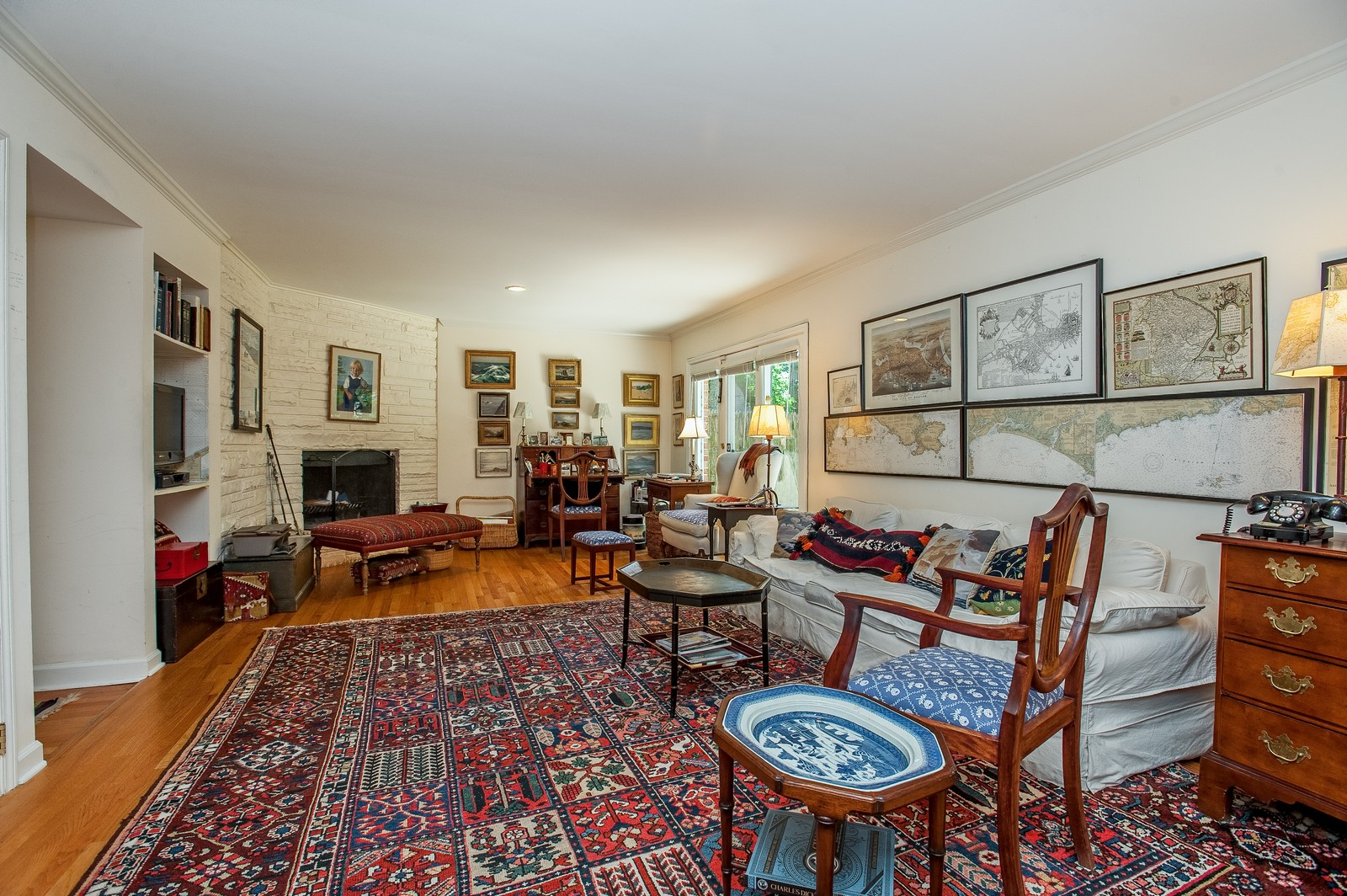 Real Estate Photography - 784 Lincoln Avenue, Winnetka, IL, 60093 - Family Room
